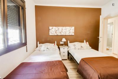 Twin bedroom in El Besòs i el Maresme