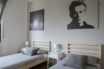 Single bed in a lovely twin bedroom, in Baggio - Bisceglie