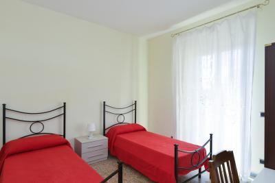 Cool looking twin bedroom close to Università degli Studi di Roma Tor Vergata - Facoltà di Scienze Matematiche, Fisiche e Naturali