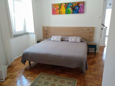Double bedroom, with private bathroom, in 5-bedroom house