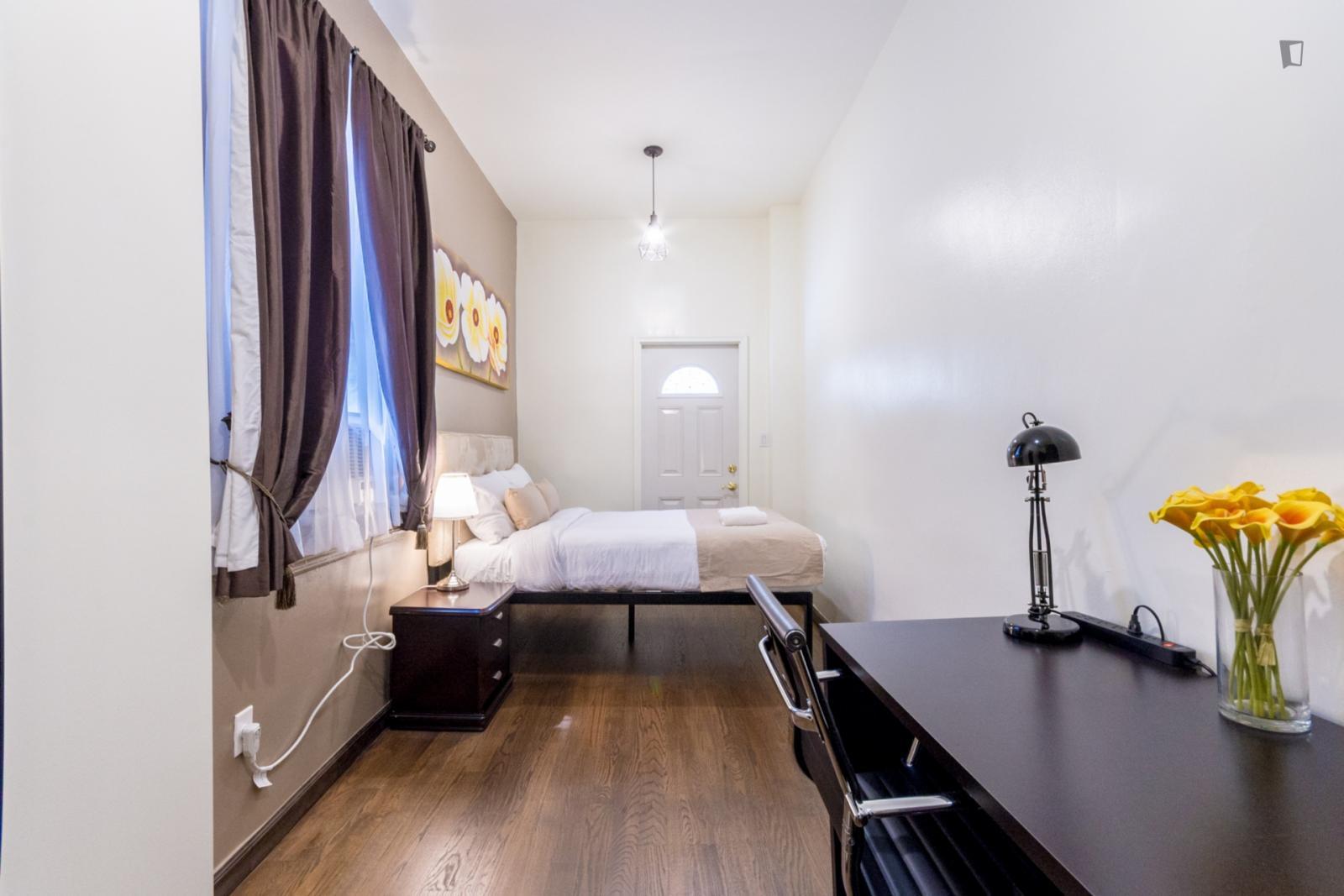 East 39th Street, NEW YORK CITY, NV - 2,500 USD/ month