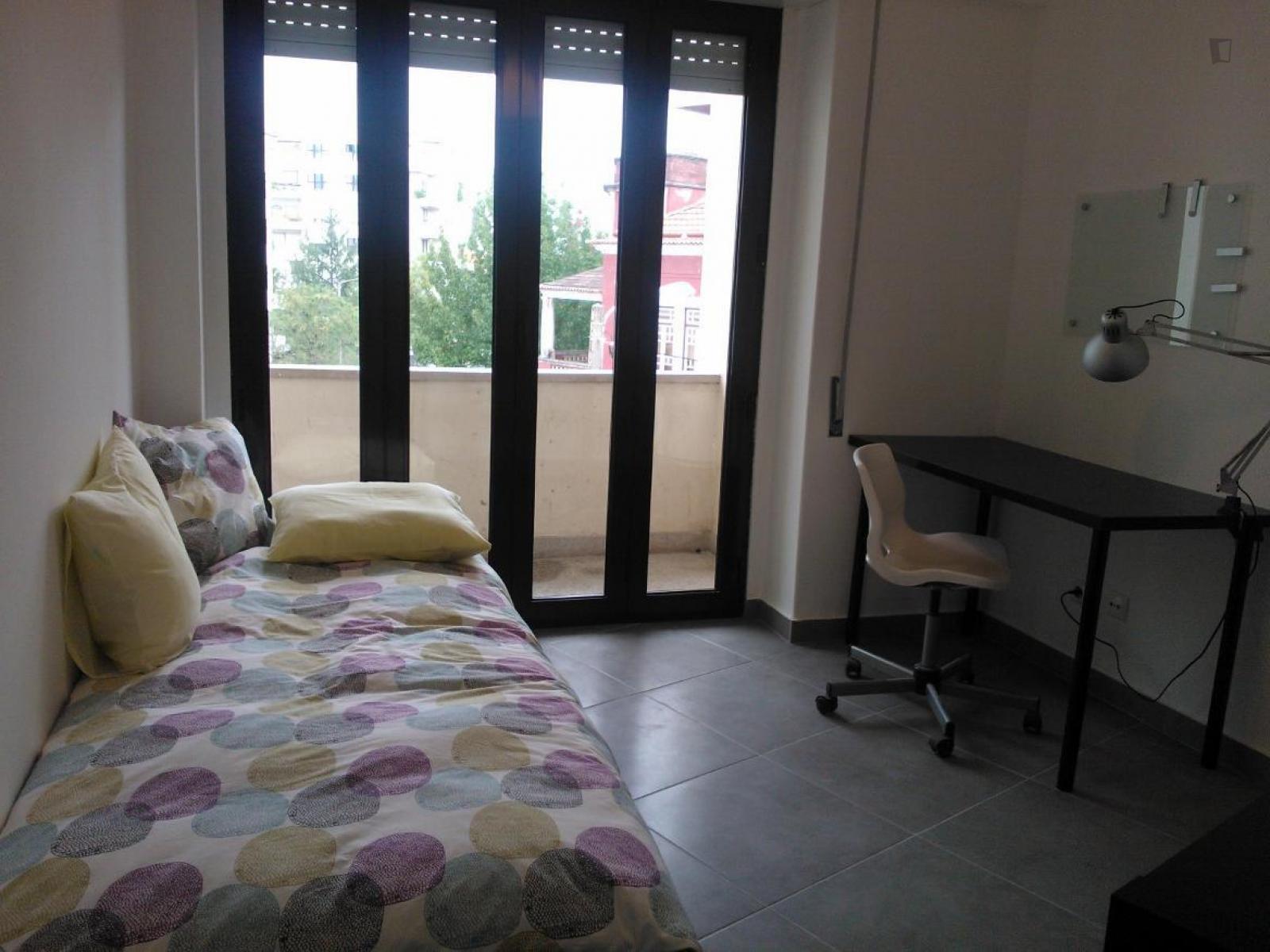 Rua Teixeira de Carvalho, Coimbra, PT-06 - 300 EUR/ month