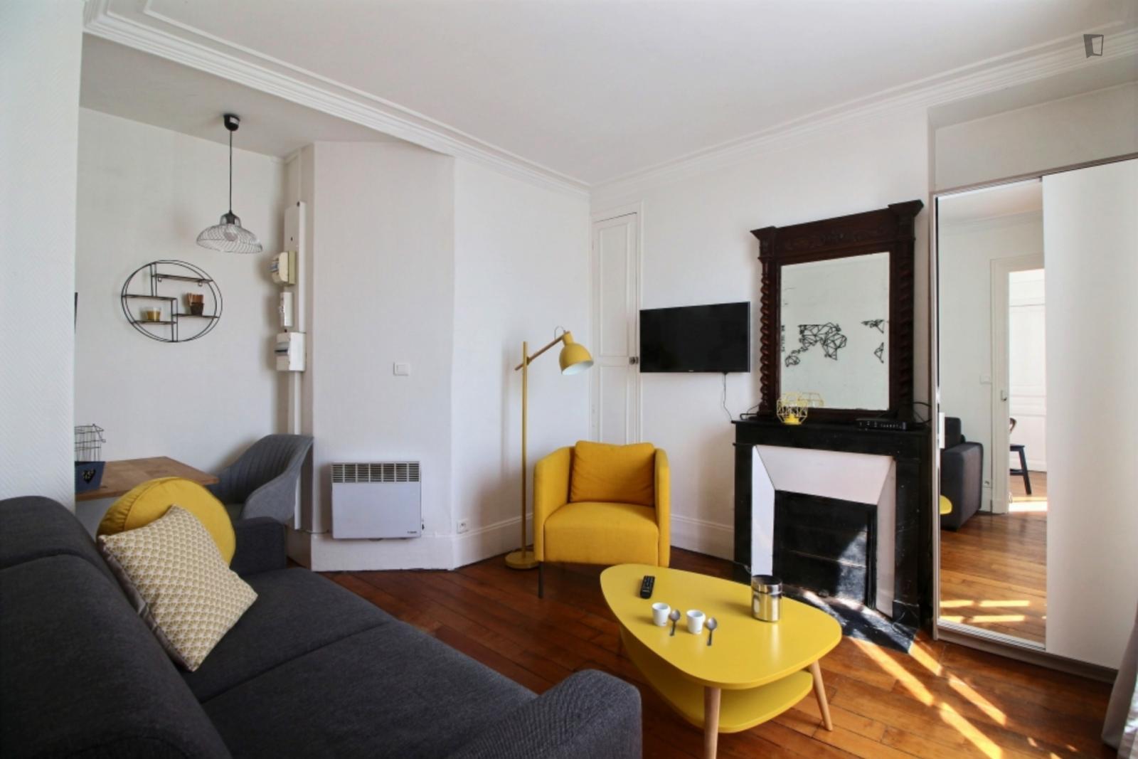 Rue Henner - 1289EUR / month