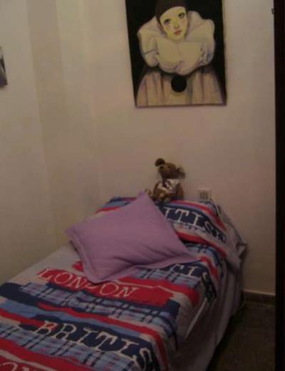 Cool single bedroom close to Universidad Católica de Valencia San Vicente Mártir: INEDE Business School