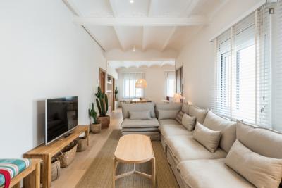 Mediterranean 3-bedroom apartment in El Guinardó