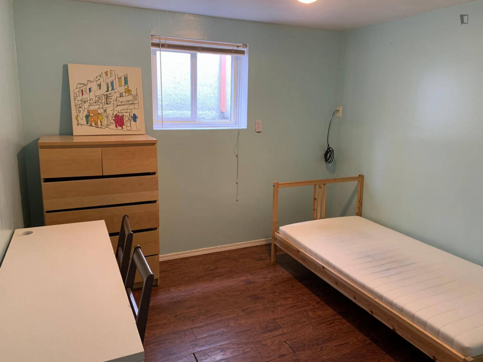 Ontario St, Vancouver, OR - 550 USD/ month