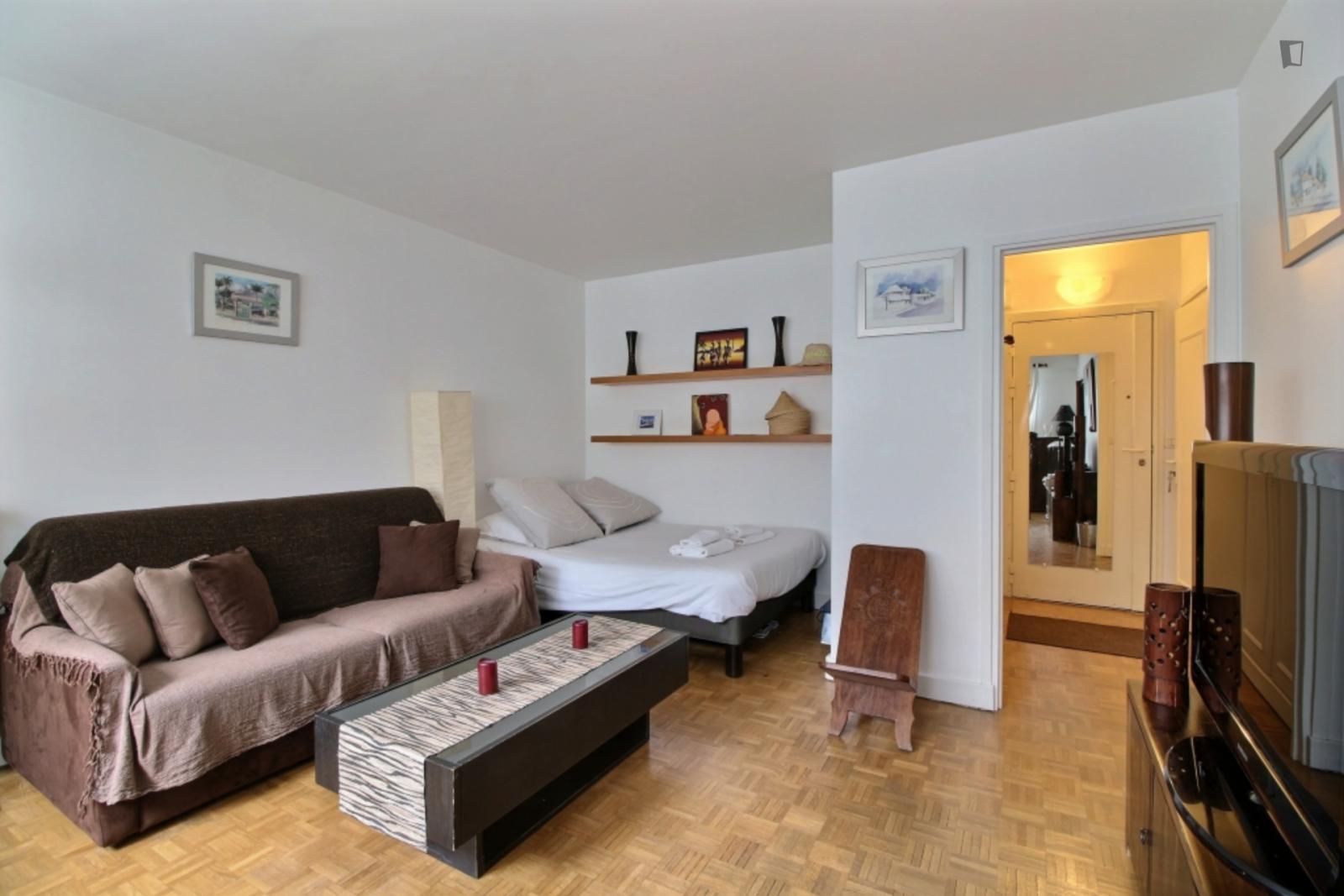 Rue de Saussure, 17th arrondissement of Paris, FR-75 - 1,289 EUR/ month