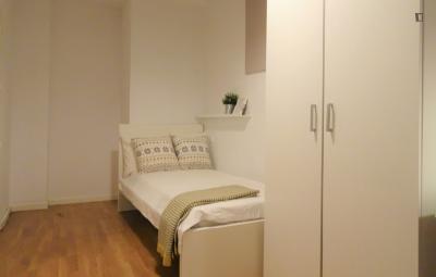 Comfy double bedroom near Rubén Darío metro station