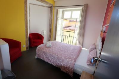 Snug double bedroom close to Martim Moniz metro station