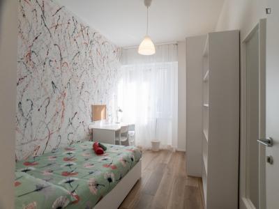 Nice double bedroom in 5-bedroom flat in Lambrate