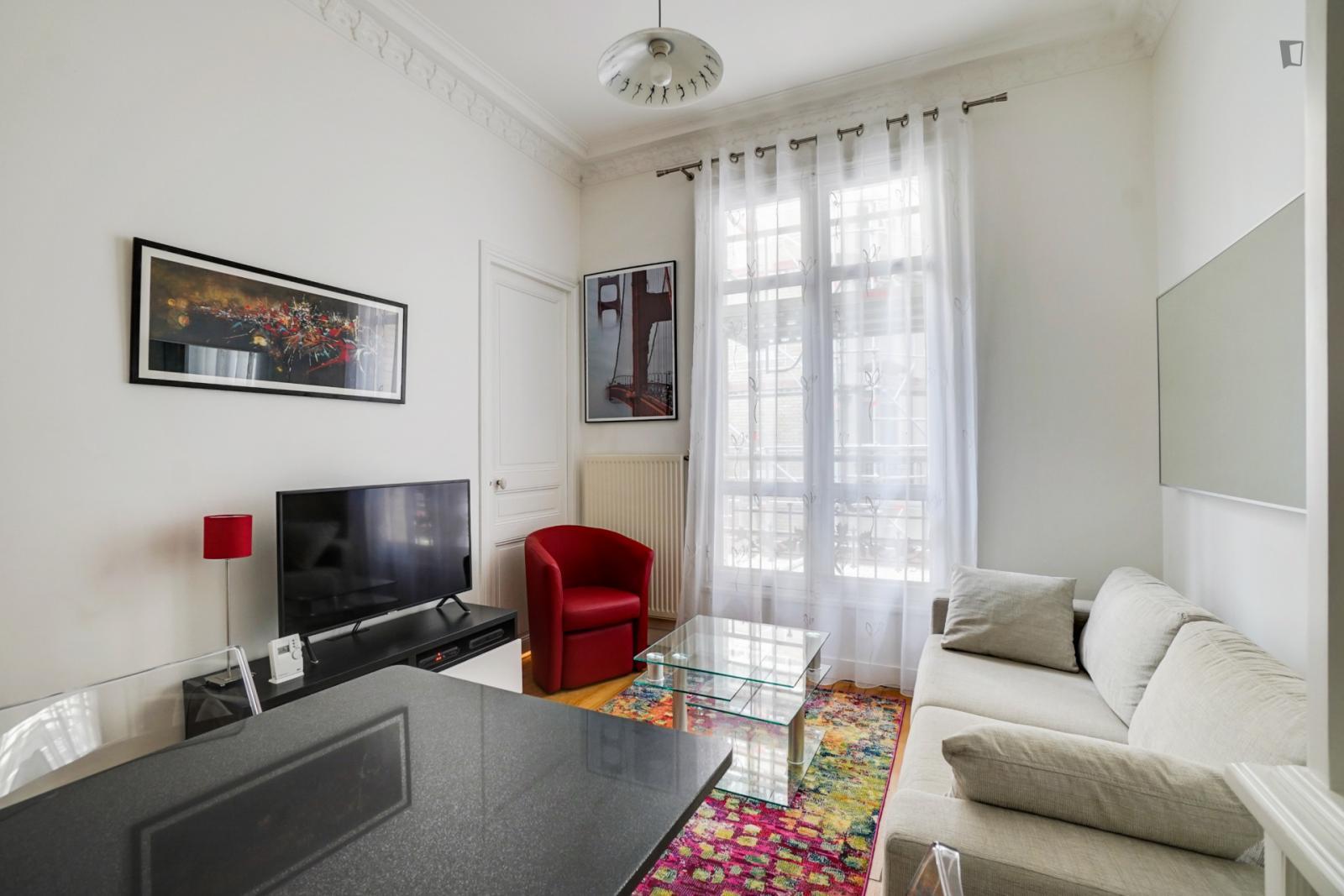 Boulevard Raspail, 14th arrondissement of Paris, FR-75 - 1,725 EUR/ month