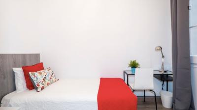 Bright single bedroom near Verdaguer metro station