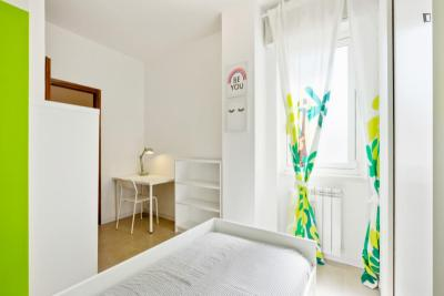 Nice double bedroom near Lambrate FS metro station