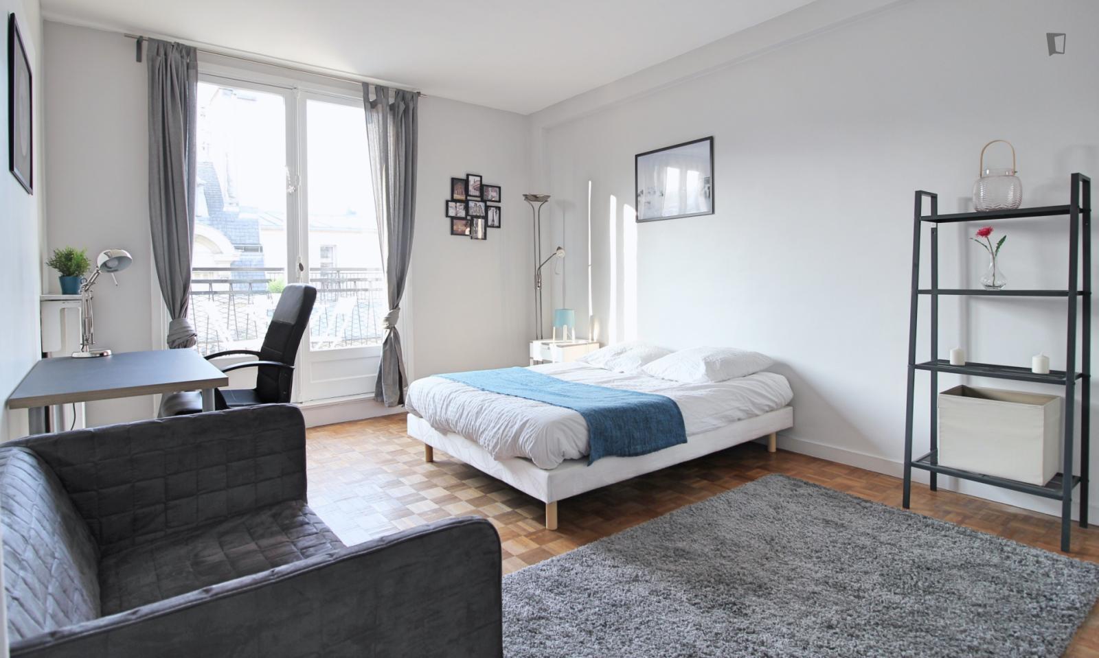 Rue Duret, 16th arrondissement of Paris, FR-75 - 1,245 EUR/ month