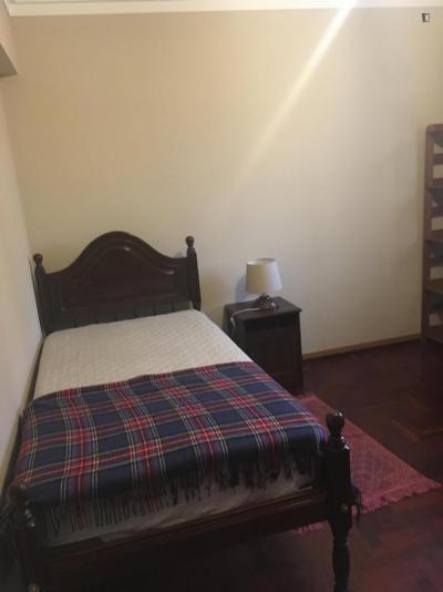 Cosy single bedroom near Lisboa Santa Apolónia train station