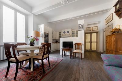 Comfortable 2-bedroom apartment near Piazza Maggiore