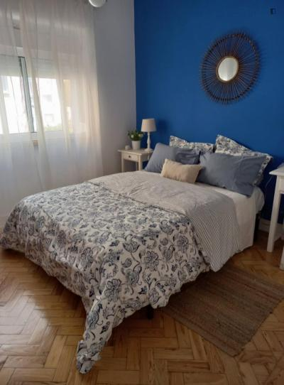 Homely double bedroom in downtown Almada