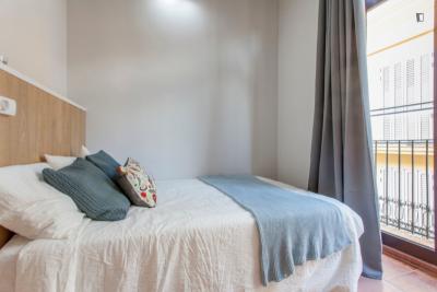 Chic double bedroom near Plaça de la Mare de Déu
