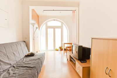Furnished 2-bedroom apartment in Olivais