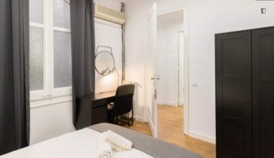 Nice double bedroom in Sant Gervasi - Galvany