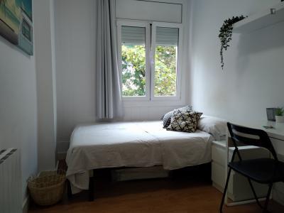 Double bedroom in a 4-bedroom apartment Barcelona Sants