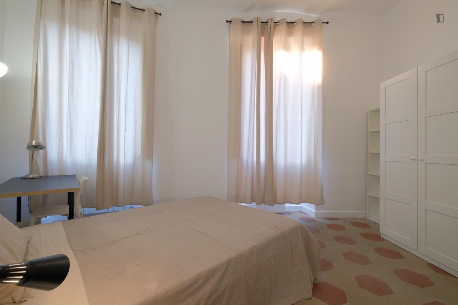 Viale Regina Margherita, Rome, ME - 650 USD/ month