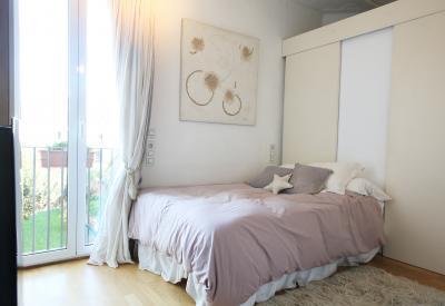 Modern double ensuite bedroom with garden Horta metro station