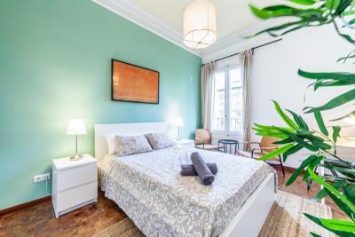 Quarto com cama de solteiro em apartamento com 8 quartos