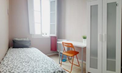Graceful single bedroom in busy Arapiles