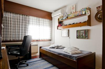 Cool single bedroom with a private bathroom, next to Colégio Militar/Luz metro station