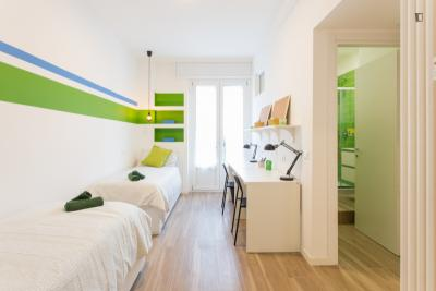 Single bed in a twin bedroom in Lorenteggio
