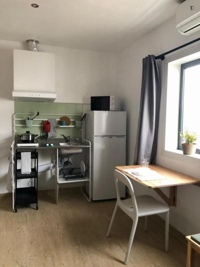 Studio L - Double or Twin w/ wc, furnished and kitchenette