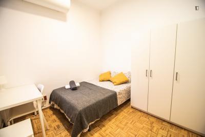 Quiet room for rent in 19-bedroom apartment in Eixample