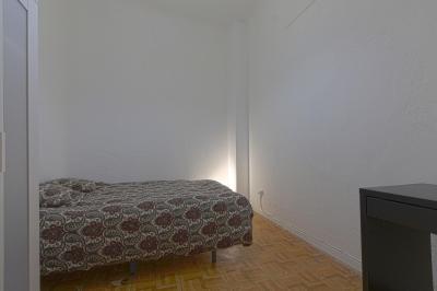 Double bedroom in inviting 11-bedroom apartment in beautiful Opera
