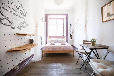 Charming twin bedroom in Alfama in a guest house, not far from Faculdade de Belas Artes da Universidade de Lisboa