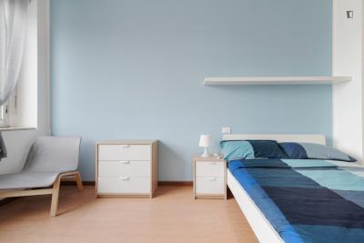Chambre double dans un appartement de 7 chambres