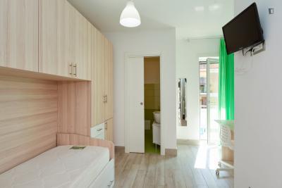 Attractive single ensuite bedroom near Monti Tiburtini metro