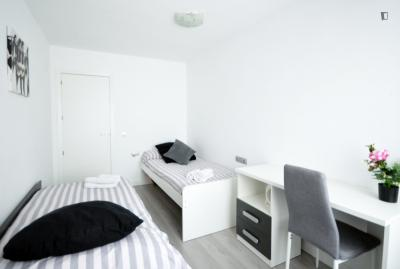 Bright twin bedroom in a 3-bedroom apartment near Sant Marcel·lí church