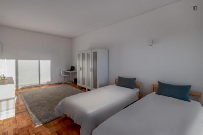 Appealing twin bedroom with Balcony close to Casa da Música metro