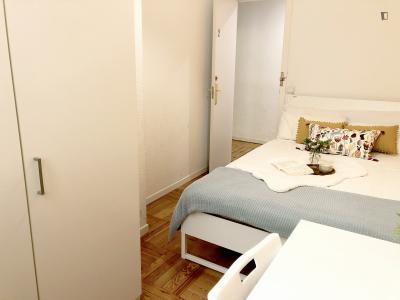 Cool double bedroom in the Cortes neighbourhood