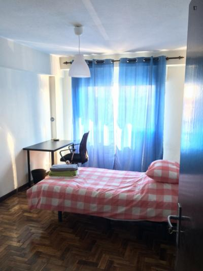 DoubleBed at ISAG, IPAM, ESAD, NorteShopping in 4-bedroom apartment