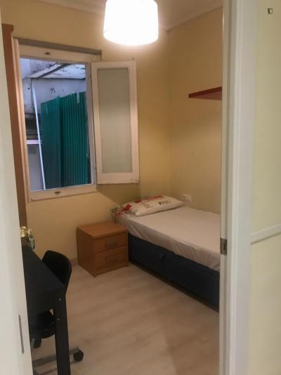 Great looking single bedroom in La Salut (Gràcia)