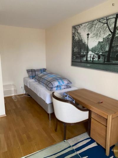 Snug single bedroom close to the Denninger Anger park