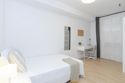 Beautiful double bedroom in Guindalera