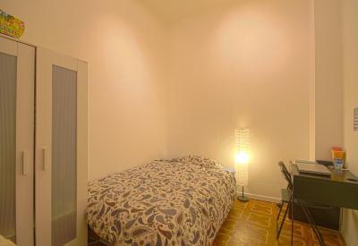 Single bedroom in 11-bedroom apartment in Opera