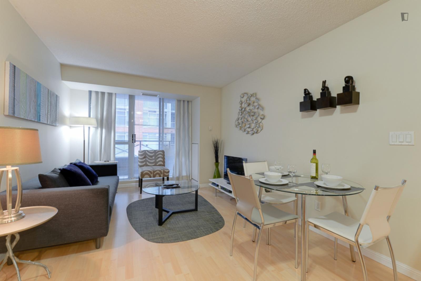 Simcoe Street 140, Toronto, SD - 2,700 USD/ month