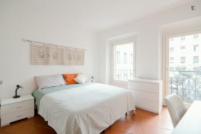 2-Bedroom apartment near San Babila metro station