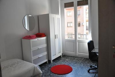 Lovely single bedroom next to Àngel Guimerà
