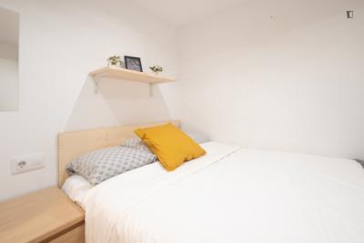 Pleasant double bedroom in Sant Pere, Santa Caterina i la Ribiera