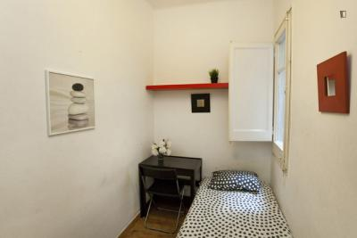 Homely single bedroom near the Lesseps metro